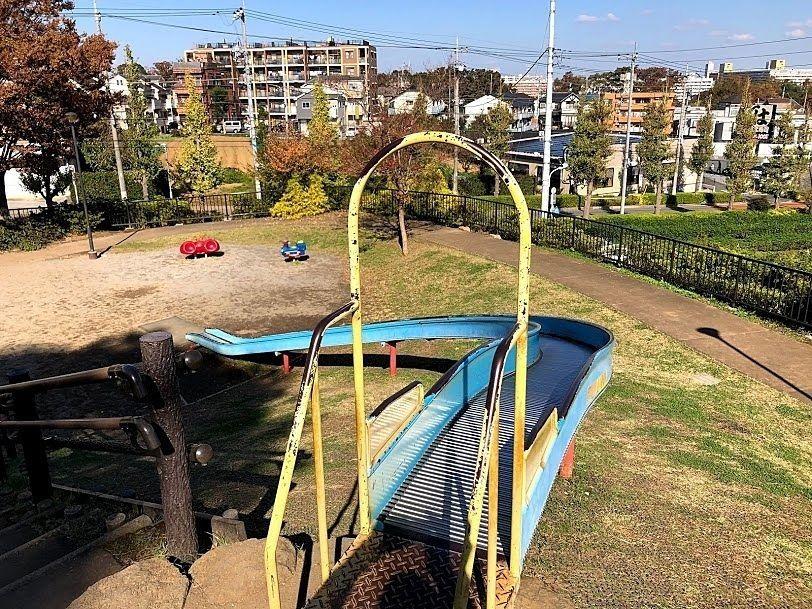 紅梅公園(こうばいこうえん)のローラーすべり台