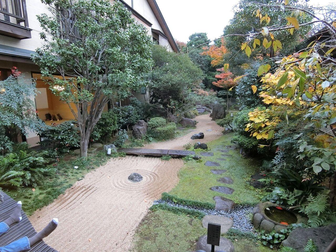 さやの湯処の中庭