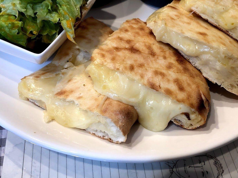 ダブルカレーチーズナン(サラダ付き)
